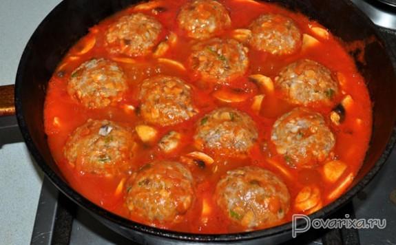 Ежики в томатном соусе на сковороде