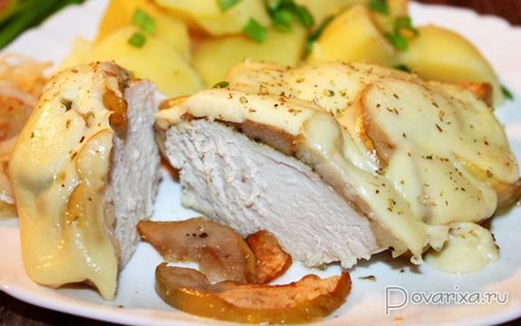 Куриная грудка с яблоками в духовке рецепт