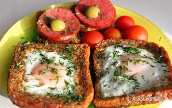 Яйцо жареное в хлебе