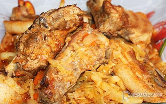 свиные ребрышки с картошкой и капустой