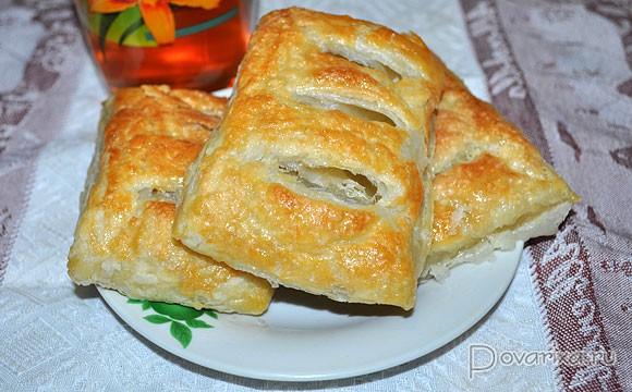 Пирог с молодой капустой из слоеного теста рецепт