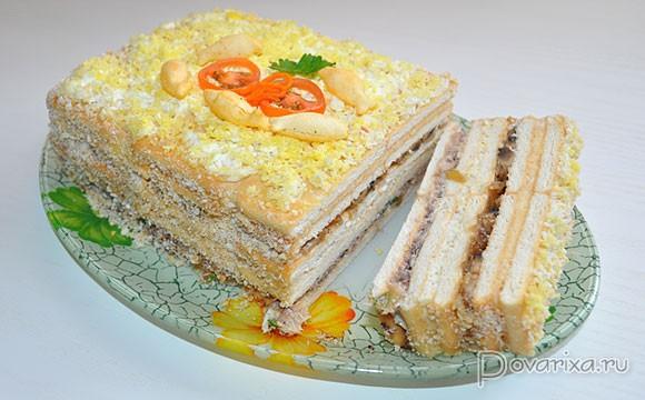 Рыбный салат с крекером