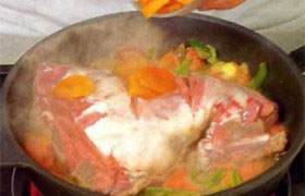 Тушеная баранина с овощами и курагой - фото №6