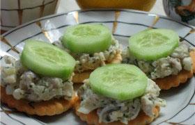 Канапе  с селедочным салатом