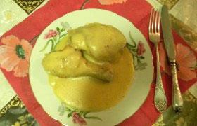Отварная курица со сметанным соусом