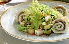 Салат с рулетами из индейки