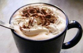 Вкусный горячий шоколад с пенкой