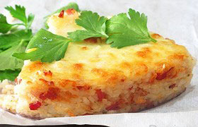 Рисовый пирог с беконом и сыром