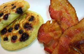 Американский завтрак: блинчики с черникой