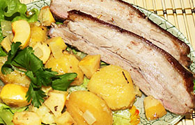 Свиная грудинка с айвой и картофелем