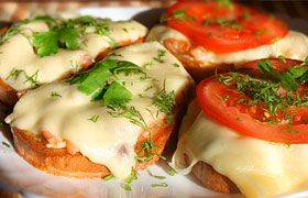 Горячие бутерброды с красной рыбой
