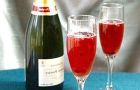 Коктейль из шампанского с гранатом