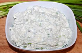 Дип (соус) из йогурта с голубым сыром