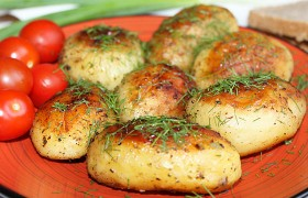 Как потушить картошку с тушенкой в мультиварке