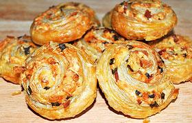 Закусочные булочки с беконом и сыром