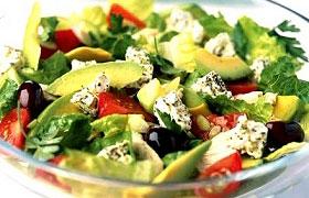 Салат с брынзой и авокадо