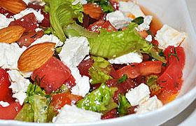 Салат из помидоров и арбуза с фетой