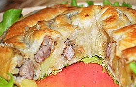 Пирог-улитка с мясом и картофелем