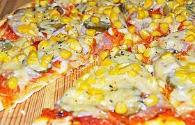 Пицца с ветчиной и кукурузой