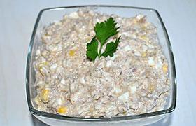 Салат с консервированной рыбой и анчоусами