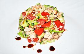 Салат из красной рыбы в пикантной заправке