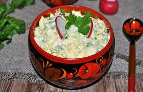 Салат из редиса с яйцом и луком