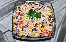 Салат из фасоли с кукурузой и помидорами