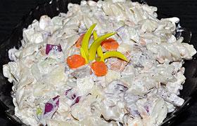 Салат с пастой и рыбой горячего копчения