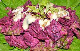 Салат из свеклы в острой заправке с анчоусами
