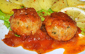 Рыбные тефтели в соево-томатном соусе