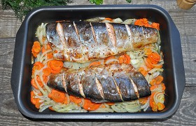 Голец на овощах в духовке