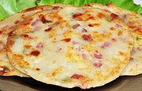 Быстрые лепешки с колбасой и сыром
