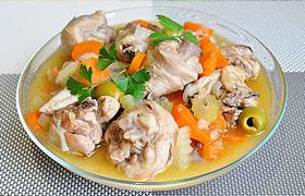 Рагу из курицы в пряном соусе с оливками