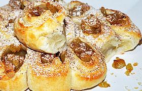 Вкусный пирог с яблоками из слоеного теста