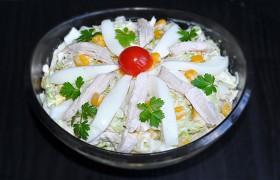 Салат из пекинской капусты с курицей и яйцом