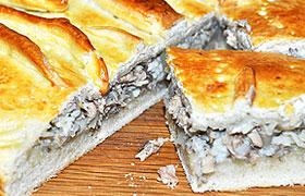 Пирог с тилапией и консервированной сайрой