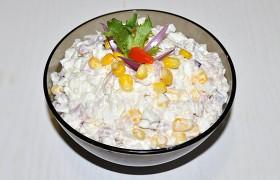 Салат с копченой курицей, рисом и кукурузой