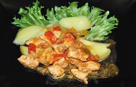 Тушеная курица по-венгерски (Пёркёльт)