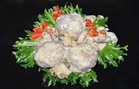Тефтели в сырно-грибном соусе