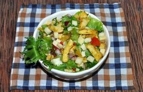 Салат с курицей карри, сладким перцем и сыром