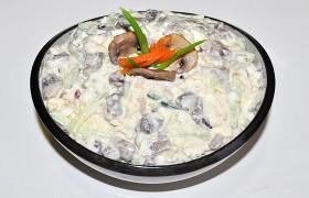 Салат из курицы с грибами и огурцом