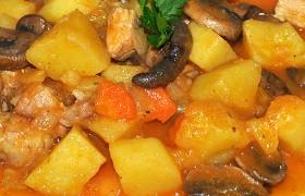 Свиная брюшина с картофелем и грибами