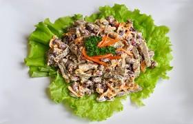 Салат из печени с фасолью