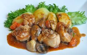 Куриное рагу с грибами и томатным соком