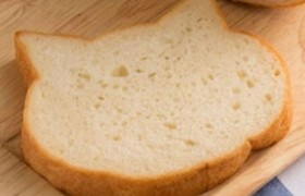 Японский хлеб в форме кошачьей мордочки
