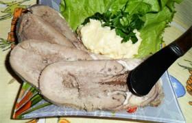 Закуска из отварного языка с сырной пастой