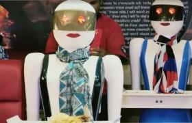 Роботы-официанты в пакистанском кафе