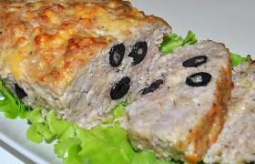 Мясной хлеб с маслинами и сыром