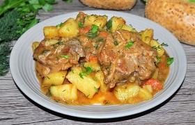 Жаркое из телячьих хвостов с картофелем