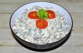 Салат из печени с яйцами и огурцами